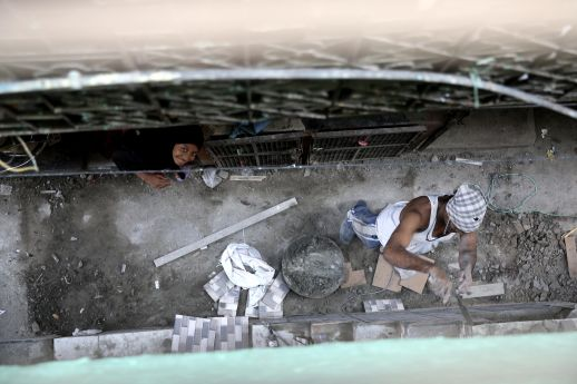A house being built in Shivaji Nagar, Govandi, Mumbai.  Photos of Shivaji Nagar and Dharavi by Ishan Tankha for URBZ.